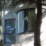 гнутые фасады со стеклом