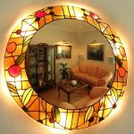 круглое зеркало с подсветкой и рисунком